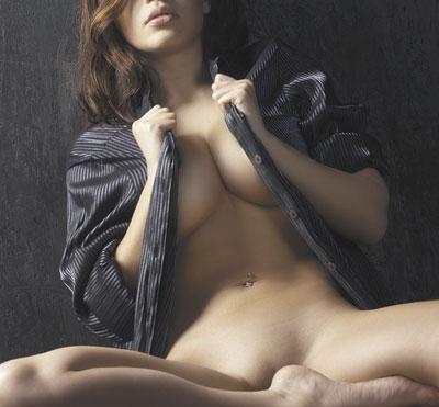 Загорелые красивые девушки в стрингах - фантазии сексуальные женские.